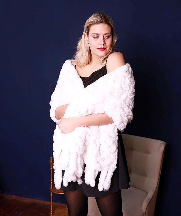 Меховой палантин белый