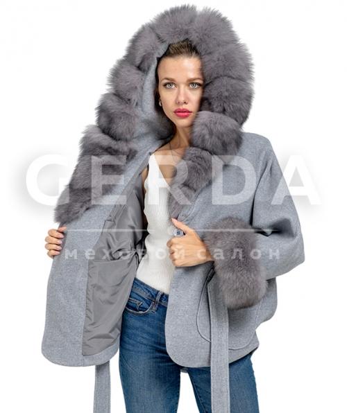 Пальто с мехом голубое