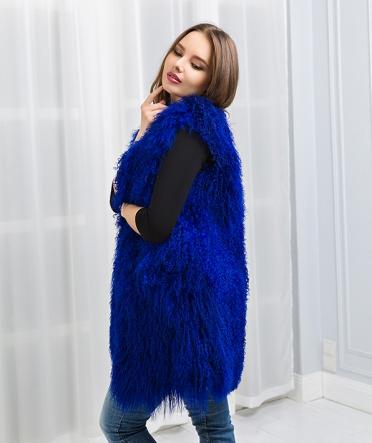 Жилетка из ламы 80 см синяя