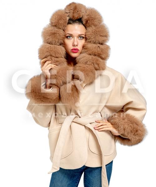 Пальто с мехом светлое